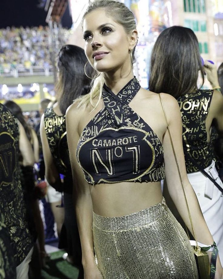 Em meio ao agito na Sapucaí, encontramos @lalatrussardirudge, luxuosa de abadá @johnjohndenim cropped e calça de cintura alta - toda d… | Fashion, Diy shirt, Carnival makeup