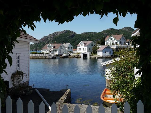 S/Y Dolphin Dance sailing blog   a Finnish Hallberg-Rassy 29 sailing in the Northern Europe: Rasvåg - a charming Norwegian village