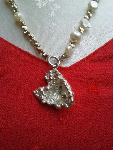 Hartje van zilver met een hartje van goud. By tilltil www.sierraadsels.nl