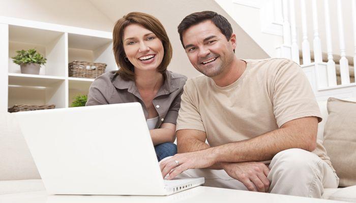 Le rachat de crédit peut être une option intéressante si vous cumulez plusieurs prêts (crédit conso, auto, travaux, immo, etc.) à rembourser. Le principe est simple : regrouper tous vos crédits en un prêt unique. Cette opération peut alléger vos charges mensuelles jusqu'à 60 %