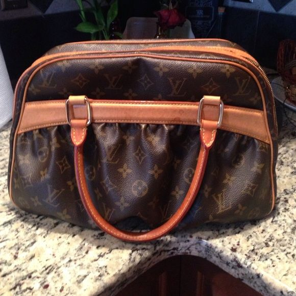 Authentic Louis Vuitton bag - great condition! Authentic Louis Vuitton leather bag - excellent condition! This style no longer sold - unique and stylish. Louis Vuitton Bags Totes
