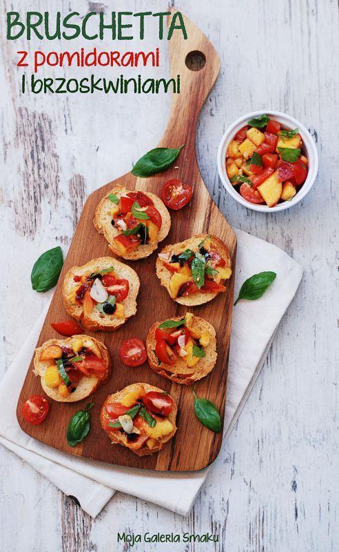 Bruschetta z pomidorami i brzoskwiniami