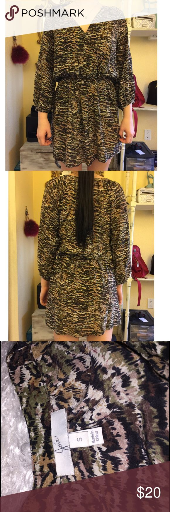 Joie Flowy Patterned Dress Size S, like new! Perfect for many occasions! Feel free to ask any questions! 🔥 Joie Dresses