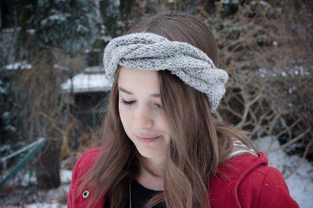 Εάν σου αρέσει να πλέκεις αξεσουάρ για τον εαυτό σου, τότε μπορείς να ξεκινήσεις από αυτή την εύκολη πλεκτή κορδέλα για τα μαλλιά. Δες τια οδηγίες στο ftiaxto.gr