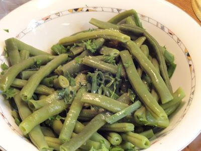 Να λείπει το ... βύσσινο!: Σαλάτα φασολάκια στρογγυλά με ντρέσινγκ σκόρδου