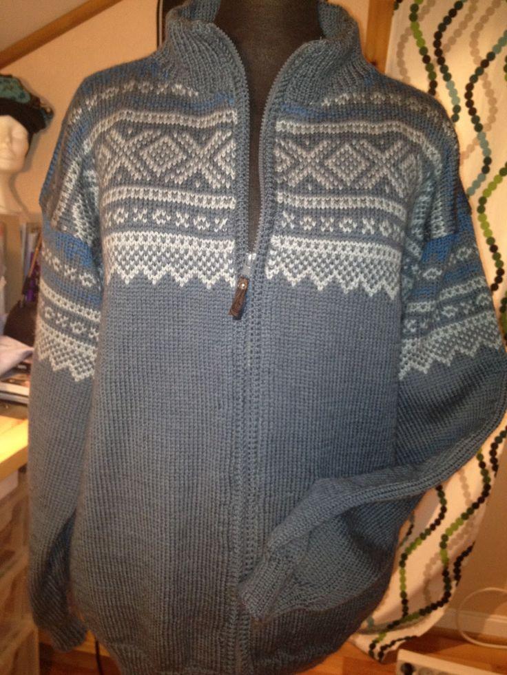 Redesign og søm av klær og ting til hjemmet. Omsøm av klær og litt strikking.