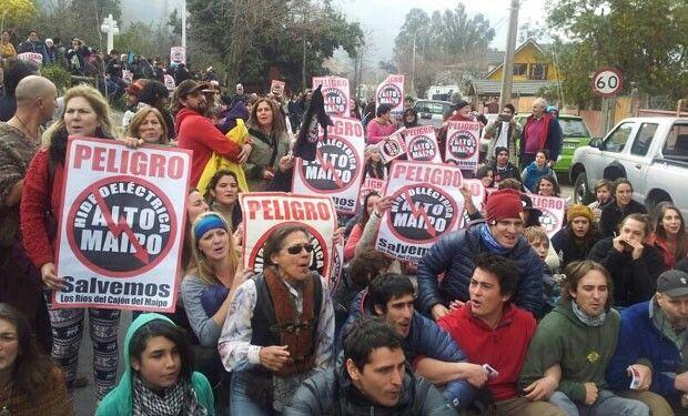 Pedro astorga protestando por la hidroeléctrica alto maipo