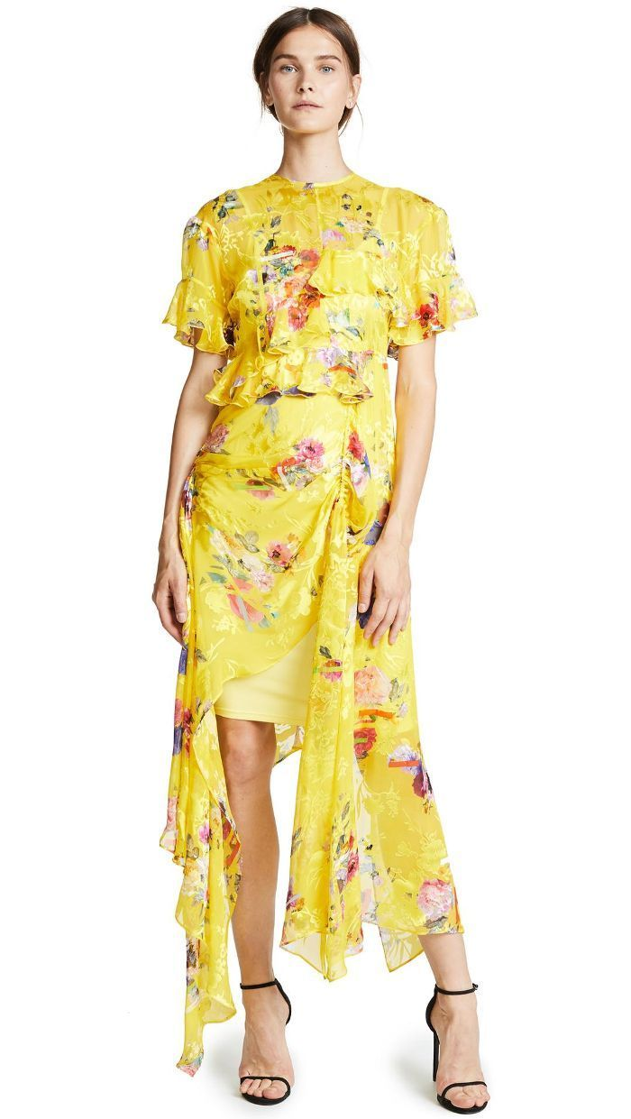 43ef23031bbe Anna Wintour Just Endorsed Gen-Z Yellow at the Tony Awards | Dress ...