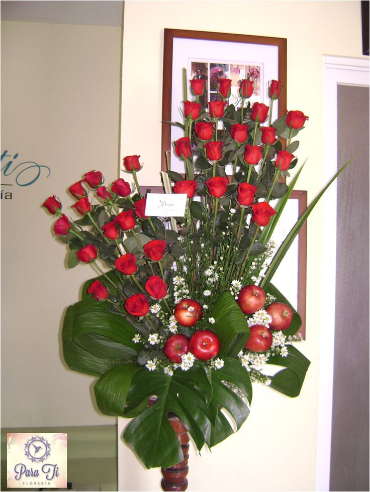 36 rosas rojas y detalle de manzanas