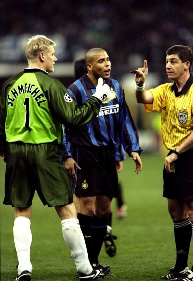 Peter Schmeichel & Ronaldo (Man United v Inter) in the Champions League, 1999