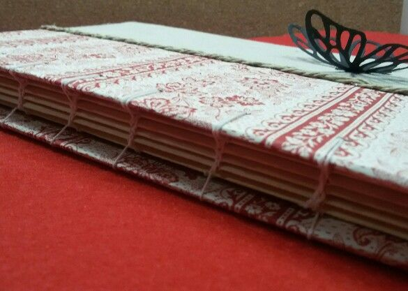 Cuaderno con mariposa, tamaño 21x15cm con cosido copto se abre perfectamente 180 grados.