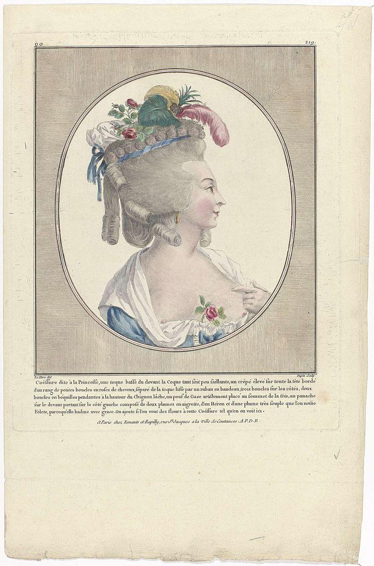 Nicolas Dupin | Gallerie des Modes et Costumes Français, 1781, oo 219 : Coëffure dite à la Princesse..., Nicolas Dupin, Esnauts & Rapilly, 1781 | Vrouwenbuste met diep decolleté, in ovaal. 'Coëffure à la Princesse'. Het haar is hoog opgekamd met bovenop kleine krullen en drie krullen aan weerszijden van het hoofd. In het haar een hoofdband van lint, een 'pouf' van tule, roosjes en aan de linkerzijde een aigrette. Oorbel in het rechteroor. Roos in het décolleté. Prent uit de serie oo. 38e…
