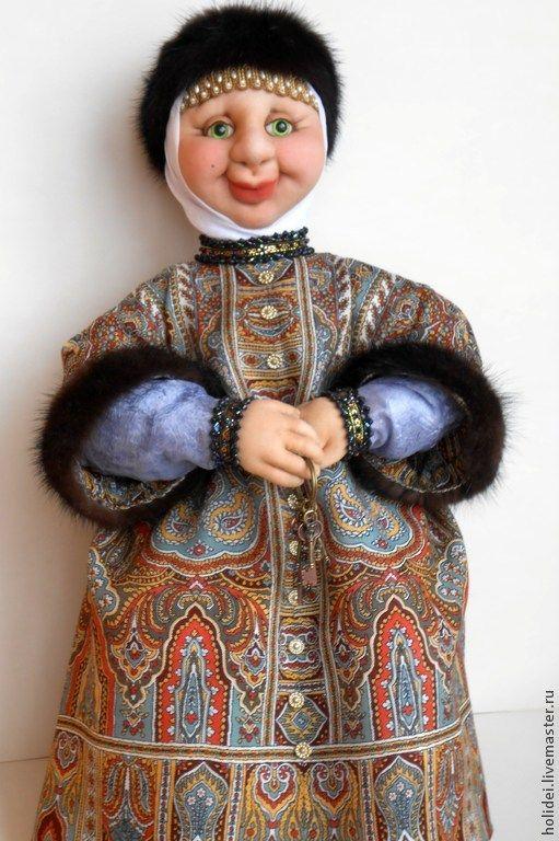 Купить или заказать БАРЫНЯ - СУДАРЫНЯ в интернет-магазине на Ярмарке Мастеров. Интерьерная кукла Боярыня выполнена в технике скульптурный текстиль. Глазки авторские, ручной работы. Одета Боярыня в платье из павлово-посадского платка 'Царский', отделаное натуральным мехом норки и вышивкой из бисера и бусин. Сапожки стилизованы под сафьяновые сапоги. Кукла на каркасе и утяжелена металлическим гранулятом. Нижнее белье х/б, отделанное кружевом. Возможен торг.