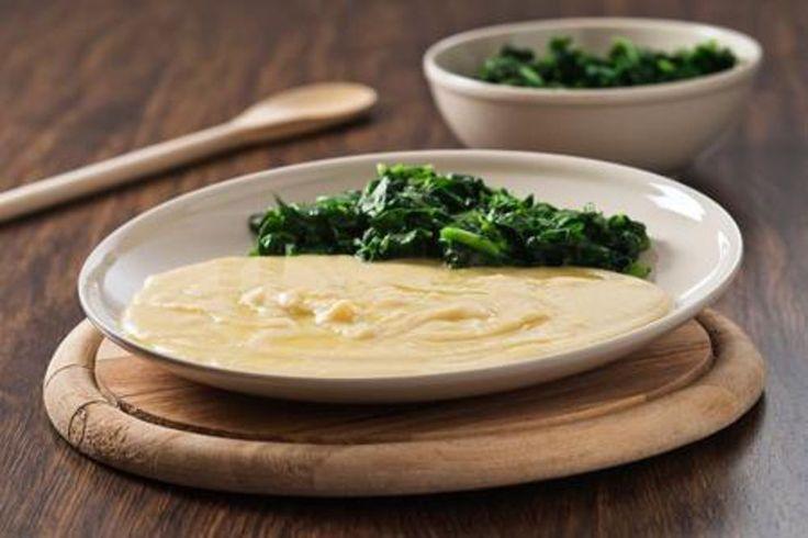 Vellutata di fagioli con cicorie: regola glicemia, colesterolo e intestino. Leggi la ricetta di questo piatto tipico invernale.