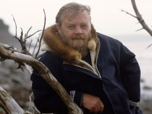 Author and environmentalist Farley Mowat has died at age 92.