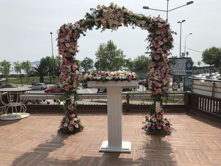 Çiçeki tak , Çiçekli nikah kürsüsü Ceyda Organizasyon ve Davet İstanbul Tel: 532 120 58 98 Whats app: 532 577 16 15 Web: www.ceydaorganizasyon.com Mail: info@ceydaorganizasyon.com İnstagram: ceydadavet  #tak #ciçeklitak #çiçeklitak #kursu #kürsü #nikah #nikahkursu #nikahkürsü #çiçeklikursu #çiçeklikürsü #nikahkürsü #nikahkürsüsü