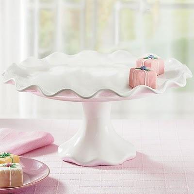 Ruffle cake stand