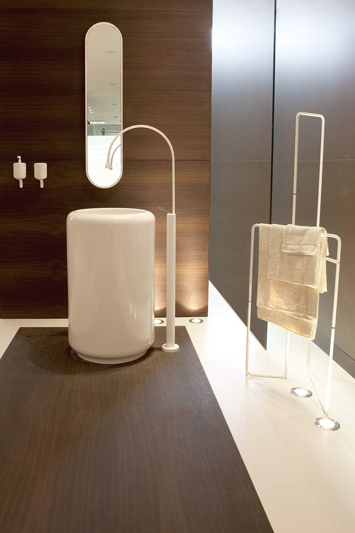 GESSI Goccia pedistal sink. White faucet. Floor mounted sink mixer