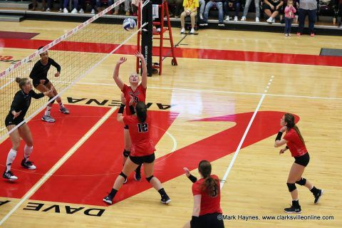 Instant Peay Play Apsu Volleyball Continues Roll Football Now Focuses On Resume Clarksville Tn Online Volleyball Football Volleyball Team