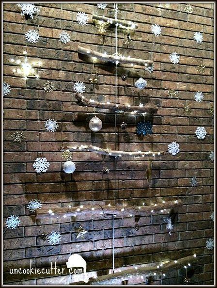 reclaimed wood flat christmas tree, christmas decorations, crafts, repurposing upcycling, seasonal holiday decor