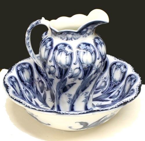 Antique Maddock Sons Royal vitreous flow blue Art Noveau wash basin.