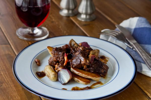 Braised Short Ribs with Fingerlings, Bacon and Pearl Onions ...