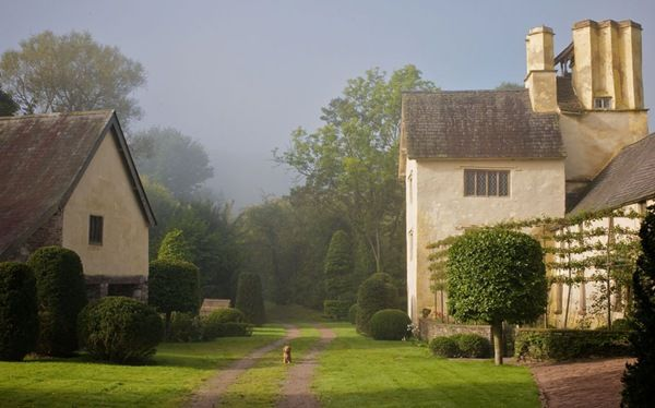 : Country Cottages, Favorite Places, Landscape Design, English Gardens, English Country, Hearth Maynard, Gardens Design, Little Dogs, English Home