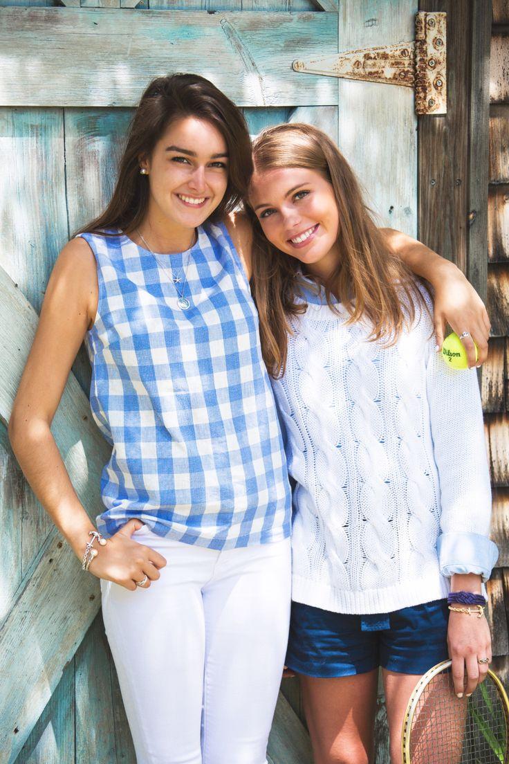 Nice plain idea to wear my French blue sleeveless shirts: white jeggings, cute jewerly