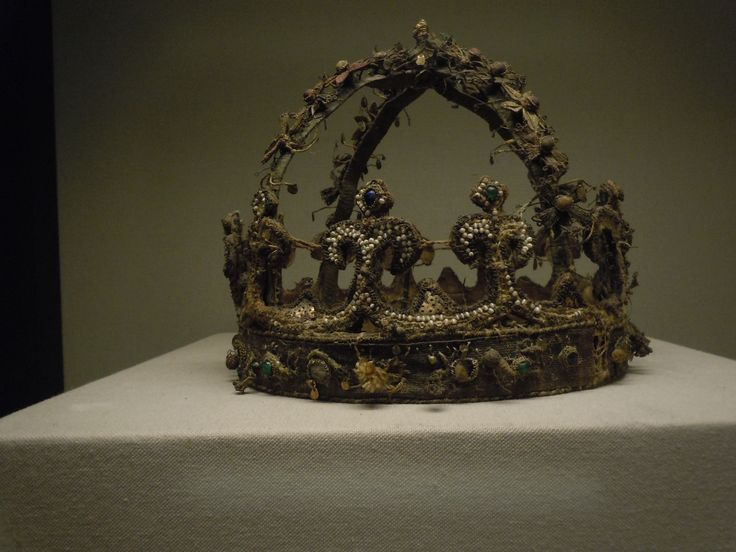 """The reliquary crown of Kunigunde. From the fabulous """"Medieval Silke Flowers"""" site: roxelana.com/..."""