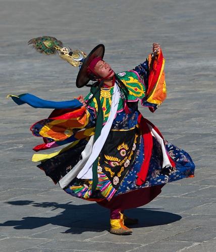 Black Hat dancer; Tsechu festival; Thimphu, Bhutan - El País de la Alegria