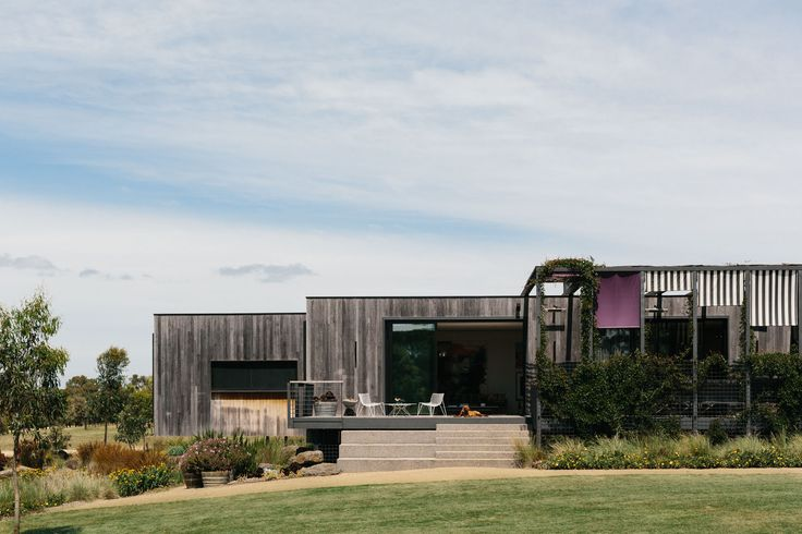 Imogen Tutton's Peninsula Lake House in Bittern, Victoria. Photo by Marnie Hawson, Melbourne interior photographer for Country Style magazine. See https://www.marniehawson.com.au/interiors/#/peninsula-lake-house// for more photos of this Australian country farmhouse.