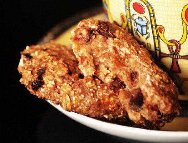 Овсяное печенье с шоколадом, бананом и сухофруктами.    Ингредиенты  овсяные хлопья100 г изюм, курага или чернослив60 г молоко70 мл банан1 шт.   шоколад20 г кокосовая стружка10 г дробленные орехи30 г…