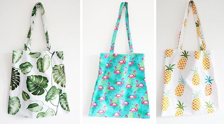 Zomerse printjes! Mieke maakte   deze vrolijke tassen met stof Devon, stof Flo…
