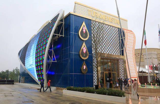 Padiglione Turkmenistan, progettato da Herman Tilke, il padiglione a tre piani ha all'ingresso un enorme tappeto di led che riproduce le fantasie tipiche dei tappeti locali. Particolarità del padiglione, sul tetto c'è una vera yurta, ovvero la tradizionale casa mobile dei popoli nomadi. #expo
