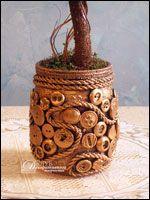Кашпо с декором из пуговиц