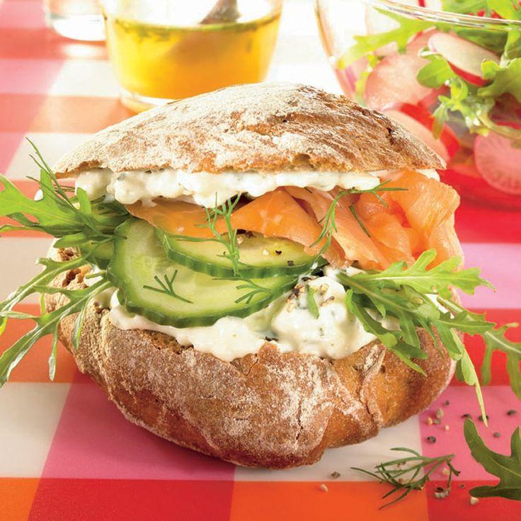 Zalmburger met feta en rucolasalade Recept | Weight Watchers België