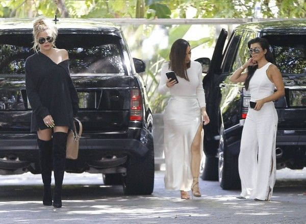 Kourtney Kardashian Photos - Kourtney Kardashian and Her Kids Stop for a Bathroom Break in Calabasas - Zimbio