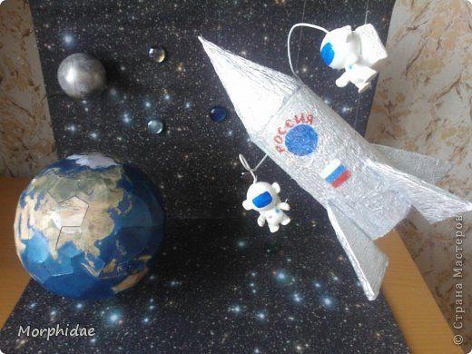 Поделки динамические День космонавтики Моделирование конструирование космос Бумага Бумага гофрированная Картон Клей Краска Пенопласт фото 1