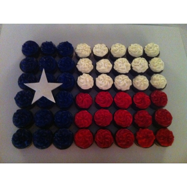A little bit of Texas cupcake cake