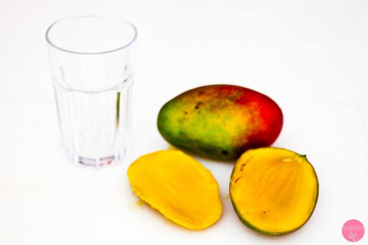 Jak obrać mango przy pomocy szklanki? Prosta sprawa :).  http://dorota.in/jak-obrac-mango/  #kuchnia