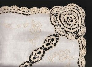 CROCHETED ROSE 4 CORNERS COTTON TABLECLOTH #linen http://bit.ly/20Wh8VN