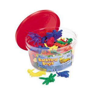 Aceste insecte colorate de numarat transforma activitatile de sortare si numarare in jocuri distractive. Sortandu-le dupa culori sau forme, jocul ajuta copilul sa-si depaseasca teama de micile vietuitoare. Setul include lacuste, bondari, carabusi, paienjeni, libelule si omizi. Fiecare piesa masoara aproximativ 5 cm. Cele 6 tipuri de insecte colorate sunt ambalate intr-un recipient de plastic. Setul include si modele de activitati. Varsta recomandata: 3 - 6 ani.