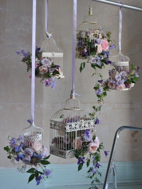 Gaiolas decoradas com arranjos de flores
