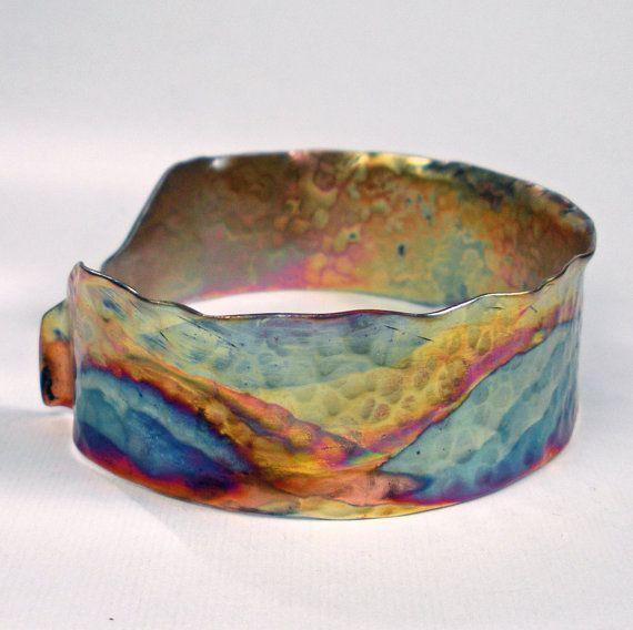 Brazalete de cobre, un rústico Cuff martillado y forjado de cobre con un paisaje colorido Heat Patina - Santa Fe.
