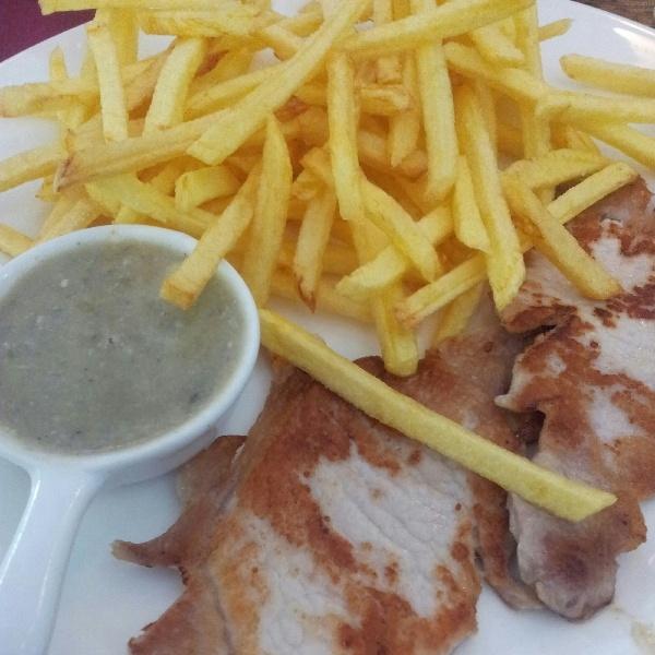 Lomo con salsa de Cabrales y patatas fritas www.viernesgastronomicos.com #viernesgastronomicos
