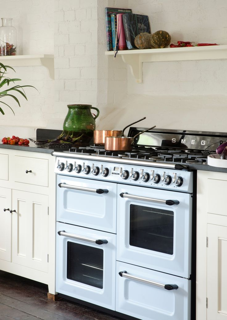 Smeg cookers are available in a range of widths from 60cm wide to 150cm and many offer a choice of finishes including stainless steel, gloss black and cream. Almost all are A rated for energy and offer excellent cleaning and cooling systems. #smeg #cooker #yorkshire