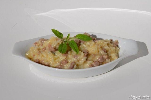 Risotto con salsiccia alla birra, scopri la ricetta: http://www.misya.info/ricetta/risotto-con-salsiccia-alla-birra.htm