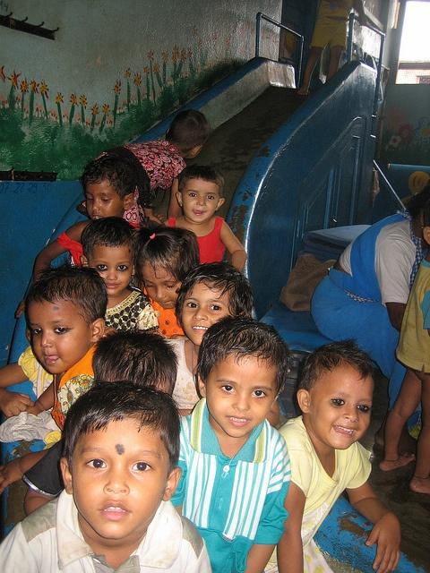 Fundacion-Ananta-Colores-de-Calcuta-Guarde-Jugando-Agosto2010-10 by Fundación ANANTA, via Flickr