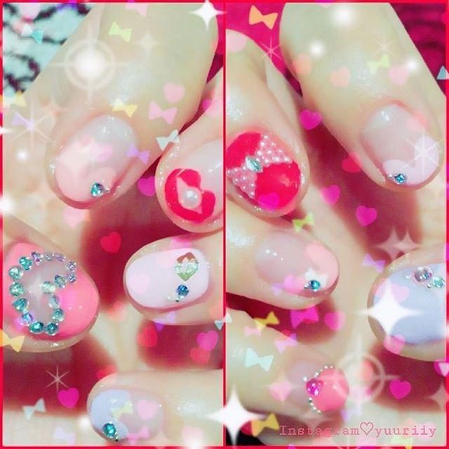 nail💅💎✨change💖 結局こうなる(笑)😶💦 #セルフジェルネイル #ショートネイル #ハートくり抜き  #パール #セルフネイル #セルフネイル部 #赤xピンク #redxpink #赤 #ピンク #スワロフスキー #purple #リップフレンチ #lips #左手ぷるぷる 😂😂😂 I💘⏩#pink #ribbon #Barbie #bettyboop #burlesque #pinupgirl #heart #rose #fashion #music  #nail  #cute #travel #showgirl  #cat  and more...❥❥❥»