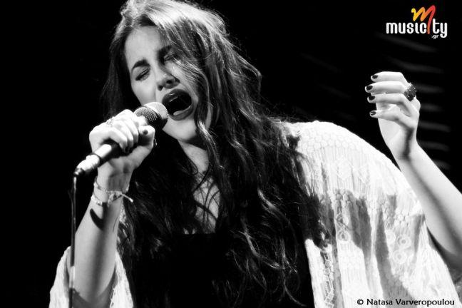 Το musicity.gr επιλέγει το τραγούδι της εβδομάδας 21/7! Παυλίνα Βουλγαράκη - Εδώ  Η Παυλίνα Βουλγαράκη δηλώνει εδώ! «Και θα 'μαι εδώ, ξέρεις πως όλα τα μπορώ...». Η Παυλίνα Βουλγαράκη παίρνει το βάπτισμα του πυρός με το τραγούδι «Εδώ», μια ωδή στην εξάρτηση και τον εθισμό του έρωτα, ρίχνοντας όλα τα βλέμματα ανεπιστρεπτί επάνω της.